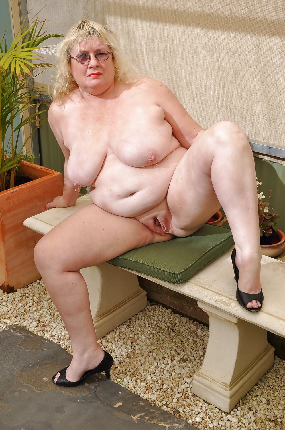 mature-fat-lady-naked-young-nude-model-urinatinh