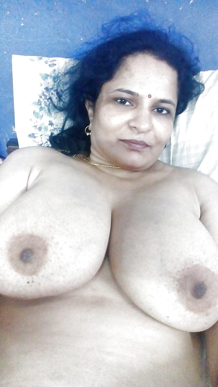 Aunty mallu boob-3040
