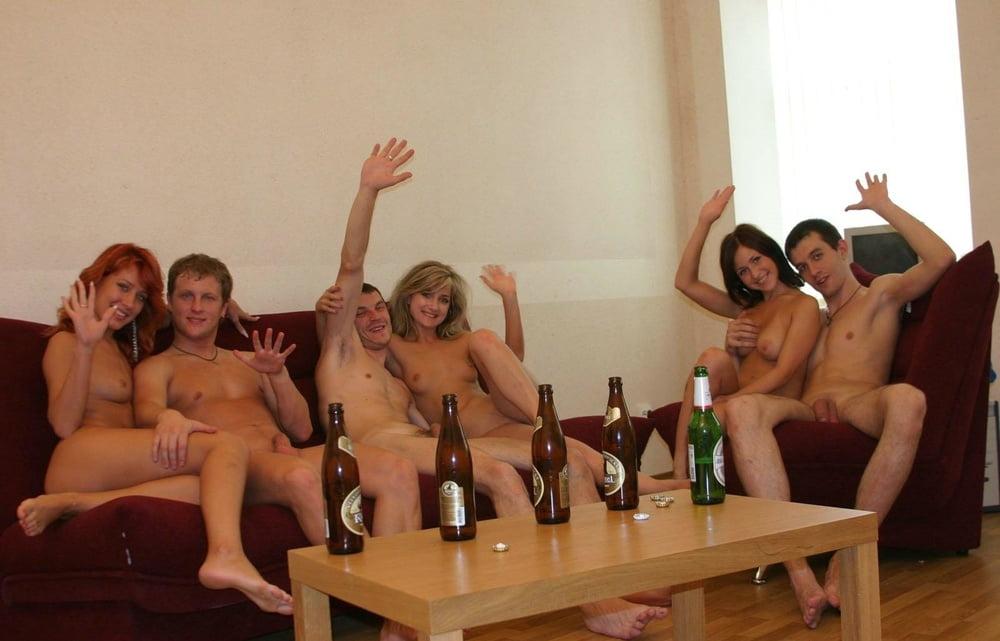 Студенты голышом пьяные фото, я заорала когда почувствовала член в попе