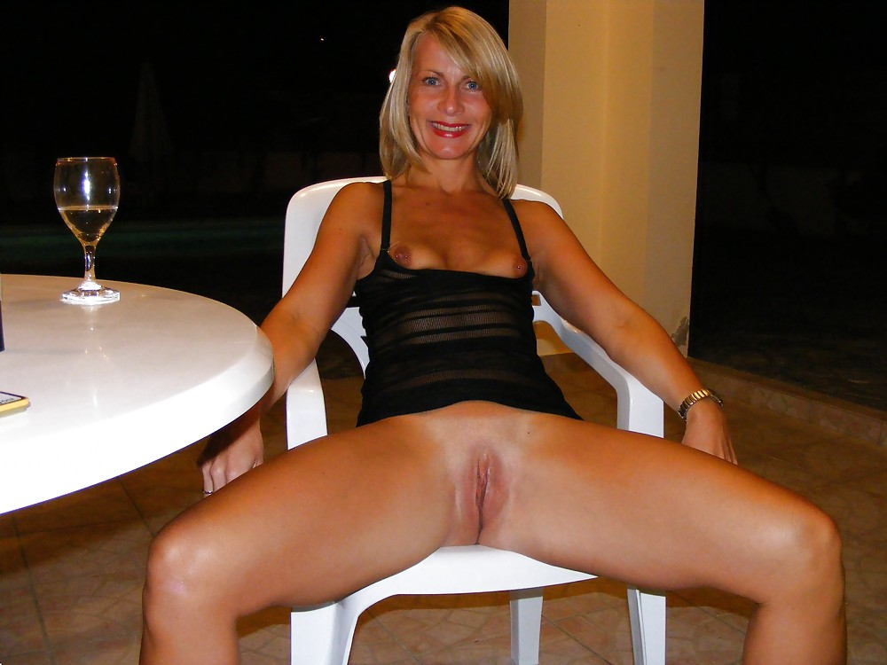 wearing-glasses-milfs-flashing-pussy