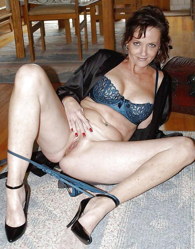 slutty-mom-nude