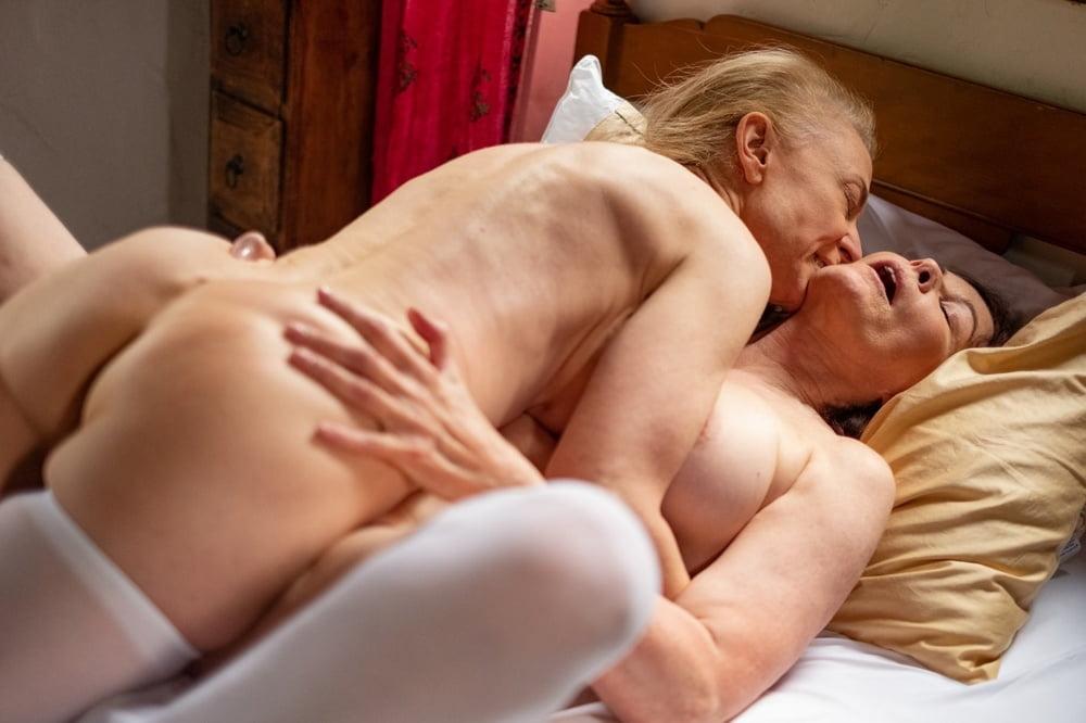 Hot gilf lesbians