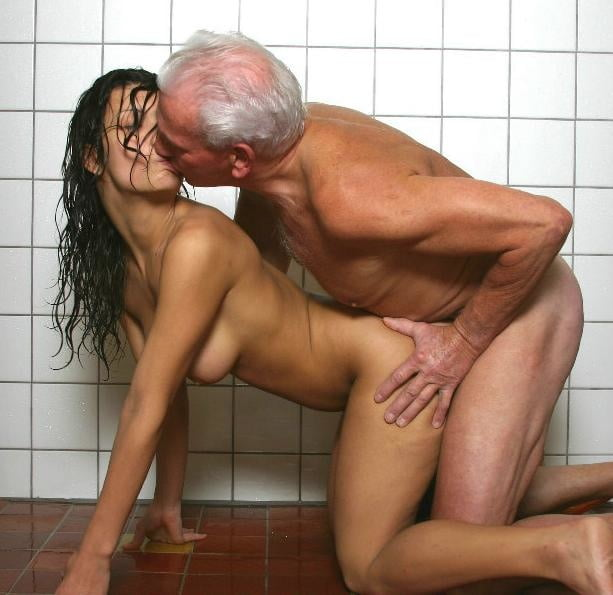 сами смотреть порно старик и молодая сиделка в ванной сколько сам получит
