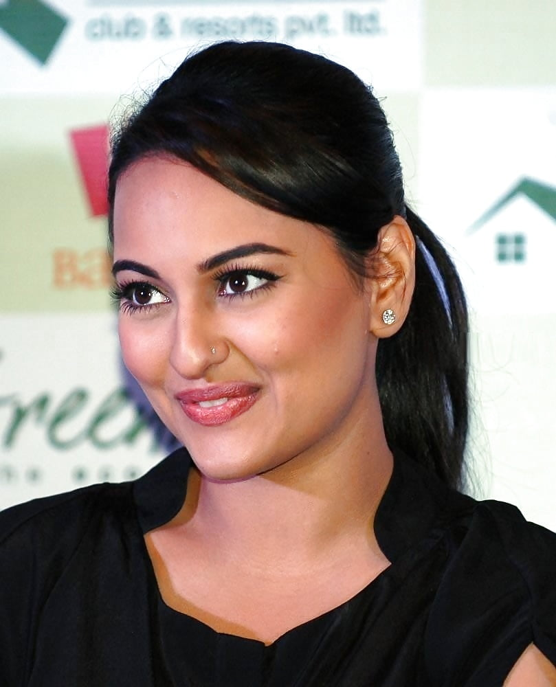 Sonakshi sinha hot sexy photo