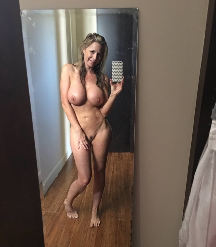 Sexy milf selfshot pics