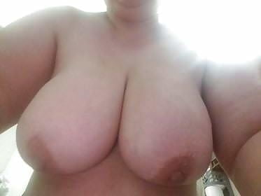Busty wife - 26 Pics