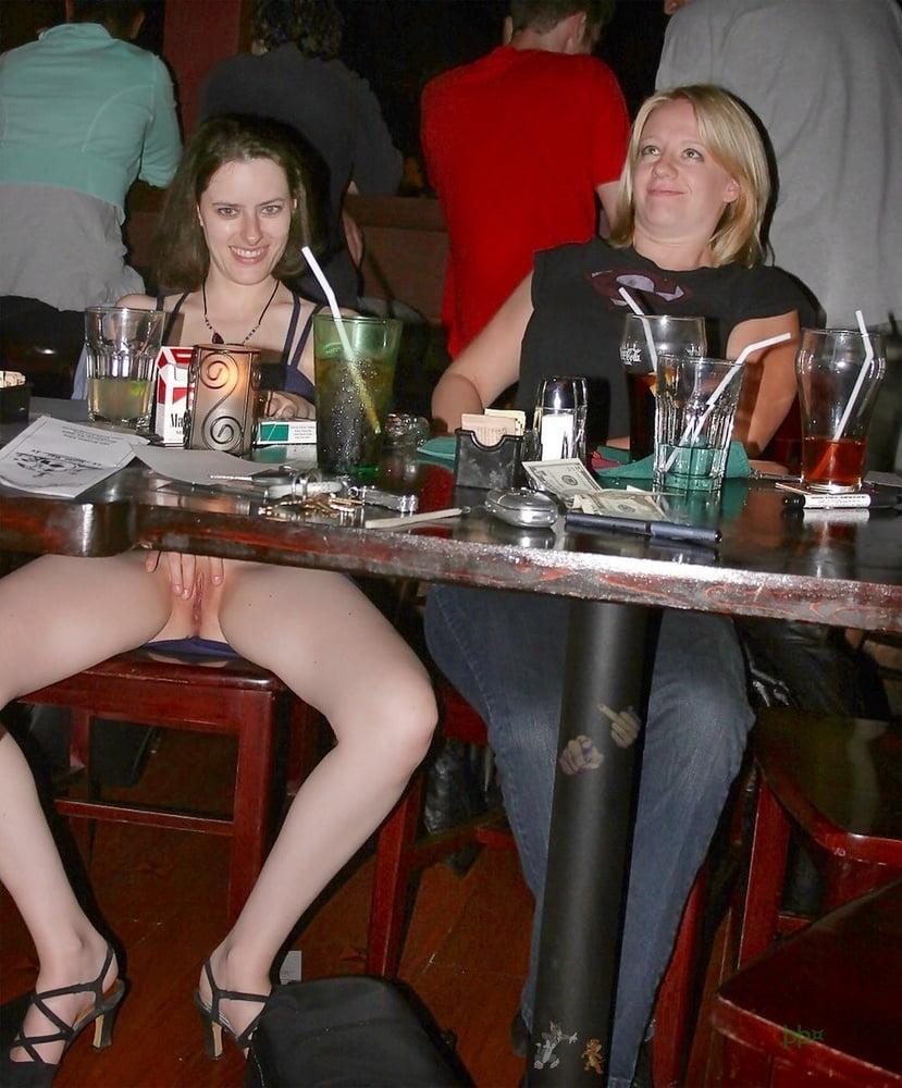 сильно захотелось жена пришла в ресторан без трусиков порно знаю одну