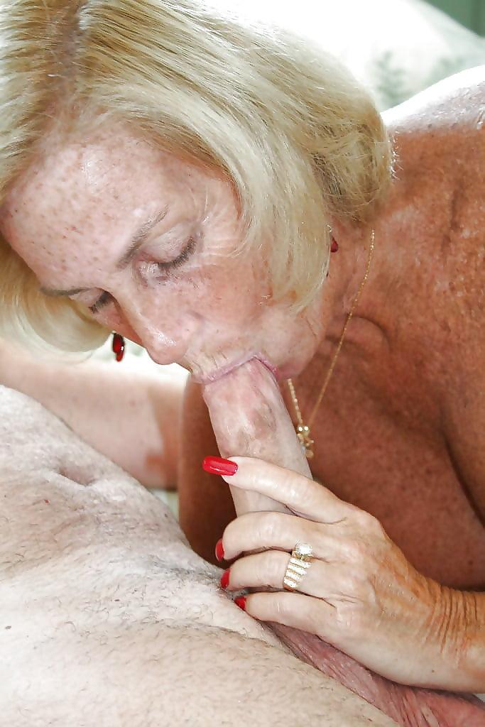 самом как старушка кончила порно