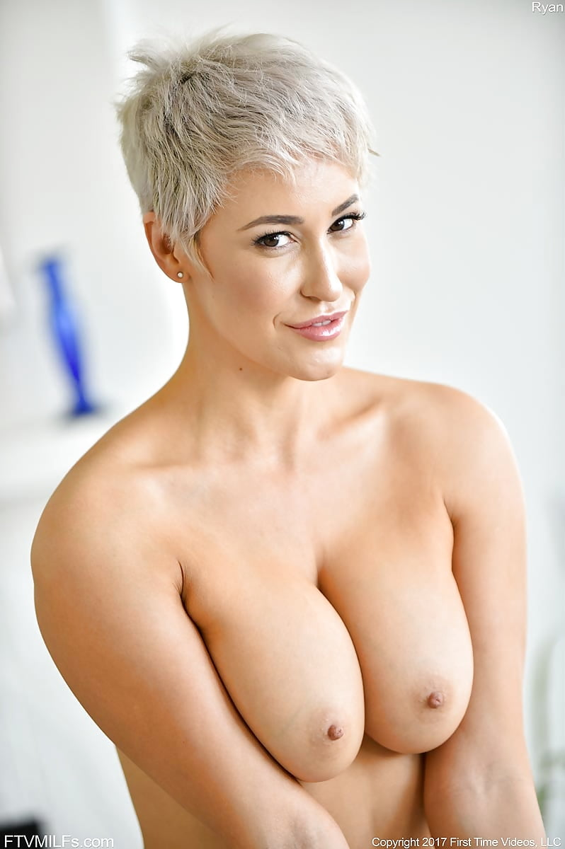 Lucky young man bangs this short haired milf pornstar