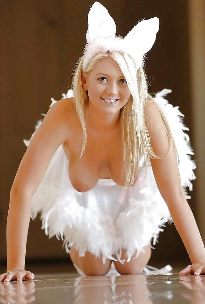 Лесбиянки в костюме зайчика, эротические сцены звезд