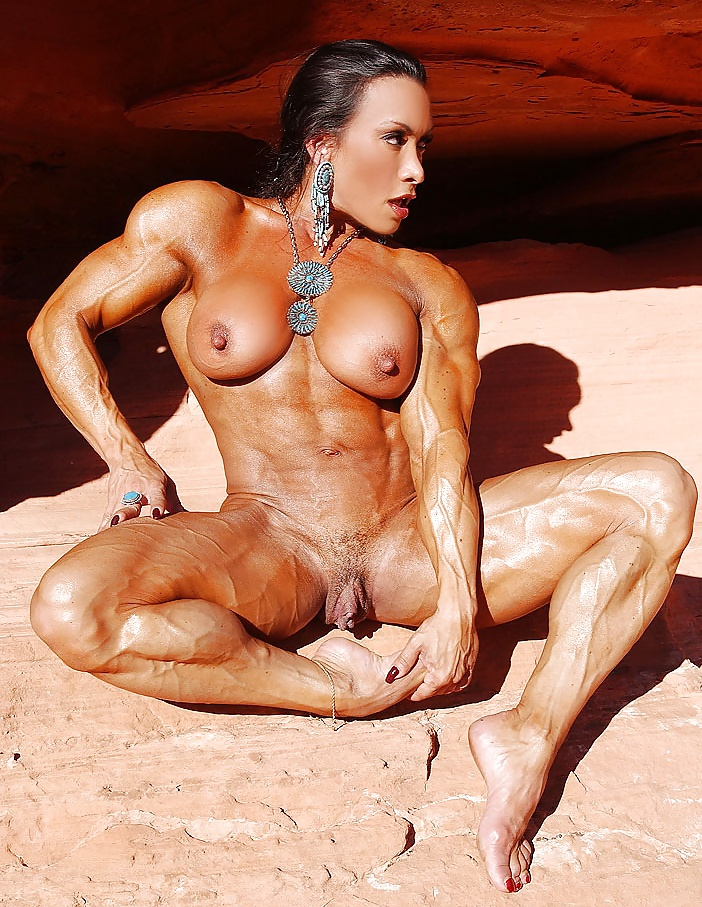 Muscular girls fucked — photo 9