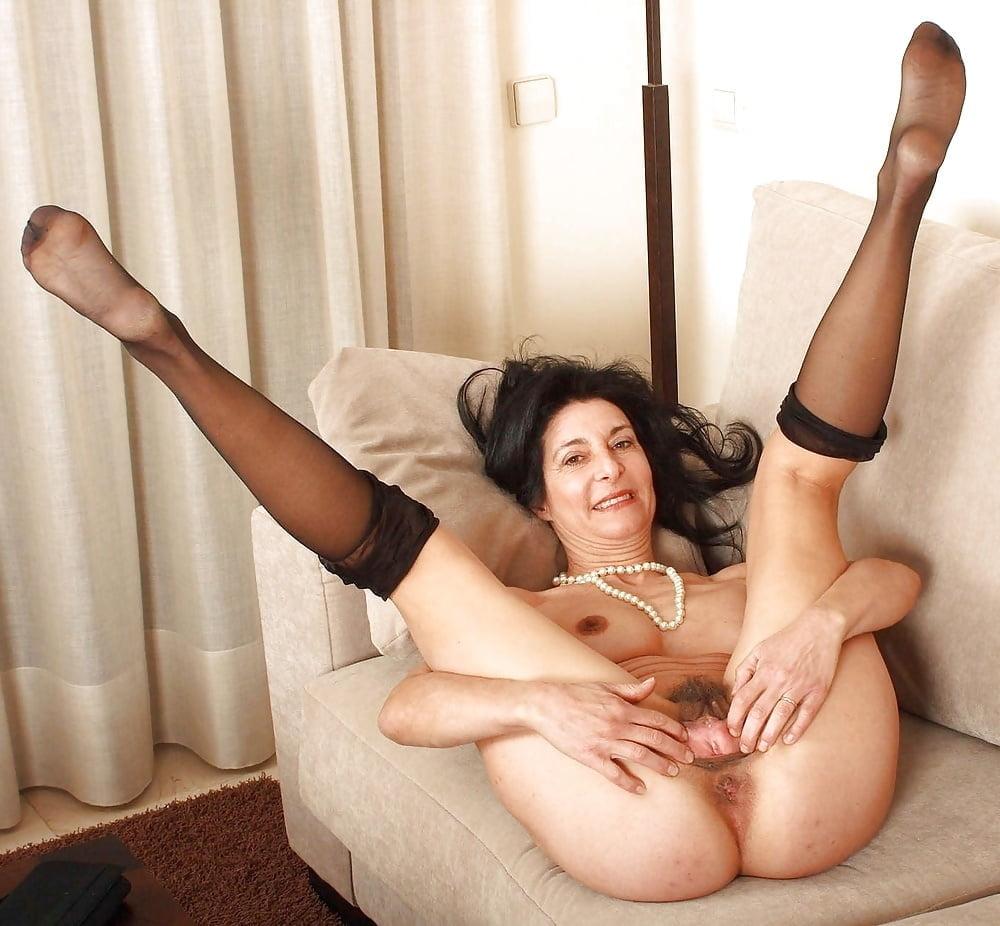 King naked lady leg spread acrobatics fetish