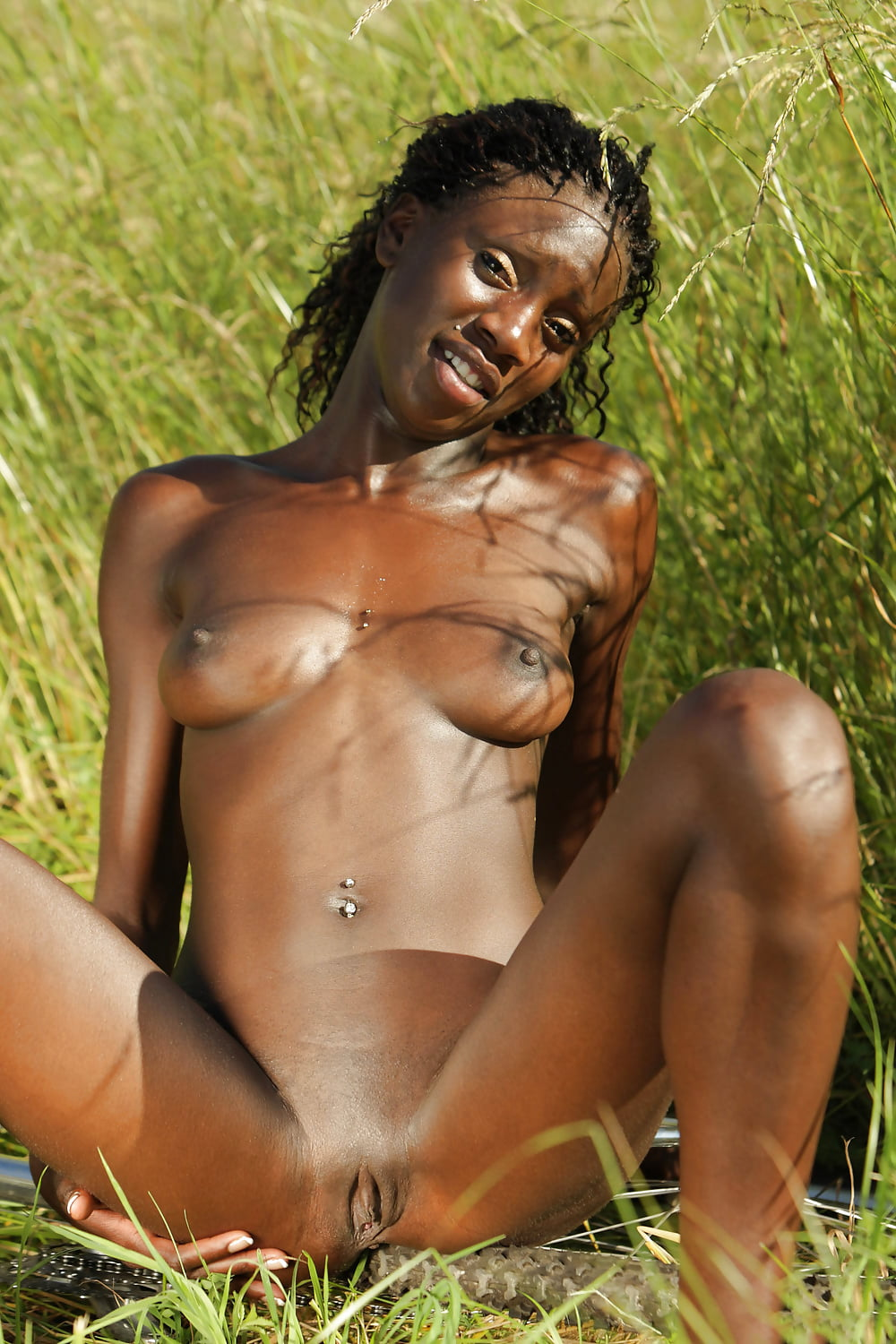 diana-ebony-nude-jungle-pics