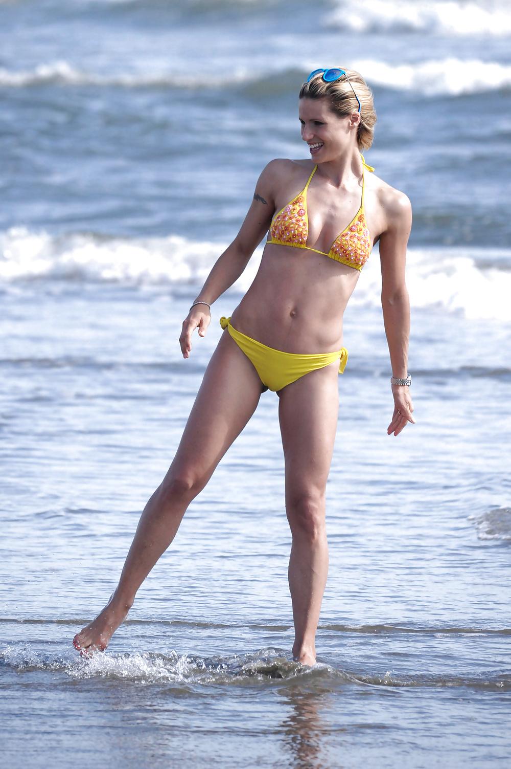 Minni the mucha get a new bikini and strip naked again - 3 part 3