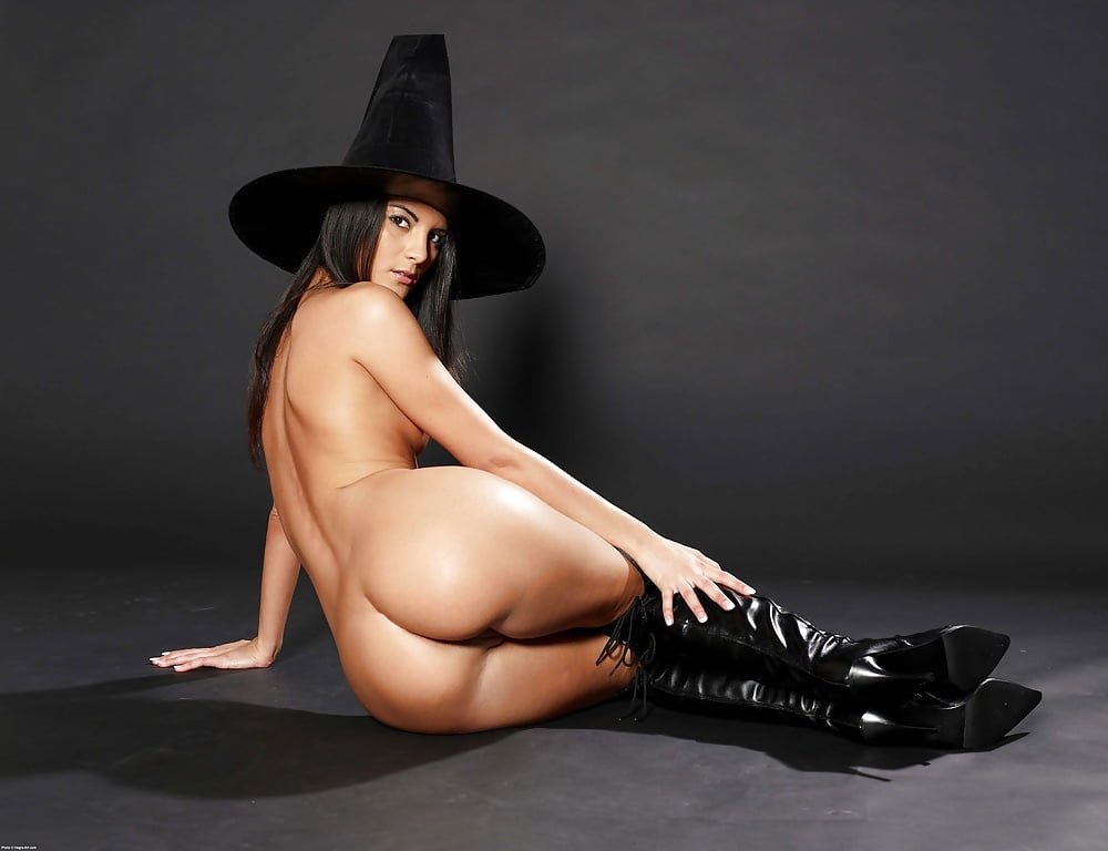Angelina butt jolie naked — img 14