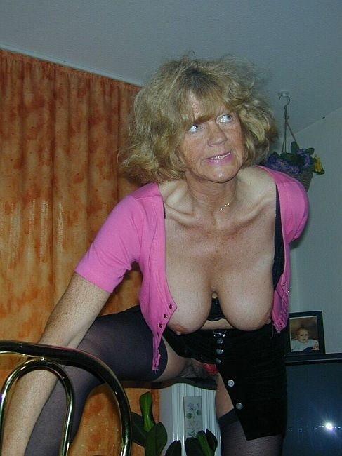 Obelia in pink top