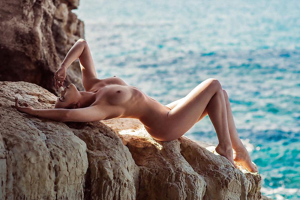 Amazing Blonde Girl Nude
