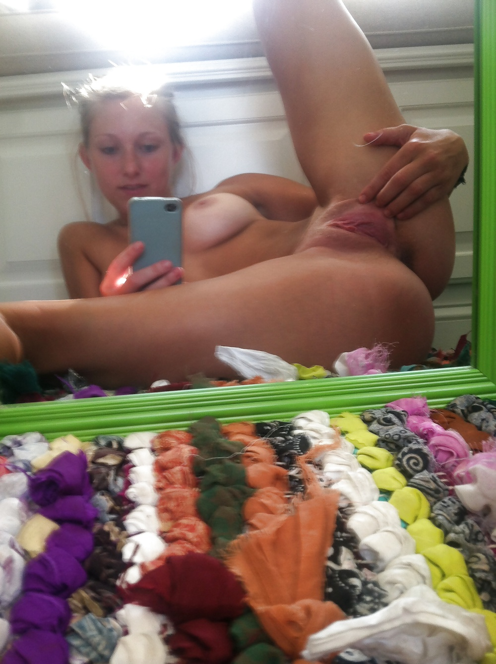 naked-girls-leg-spread-self-shot-pictures-how-to-get-an-emo-girl-to-like-you