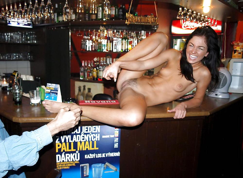 Смотреть мастурбация на барной стойке