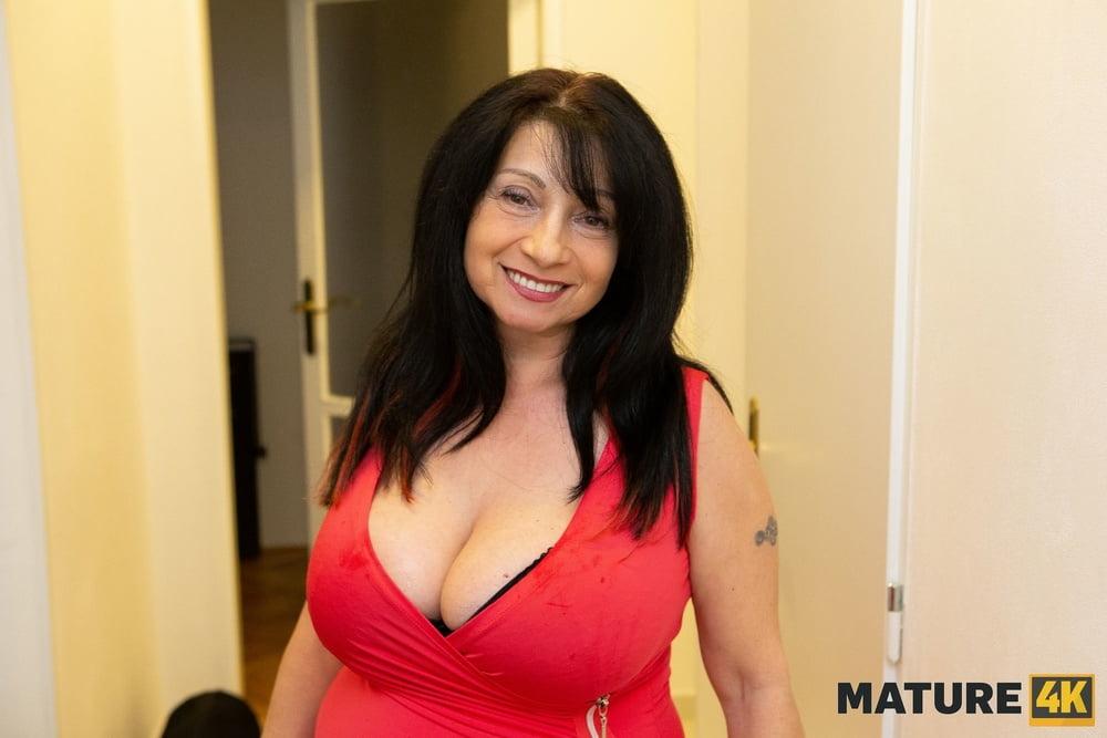 Mature Ladies with DDs Deserve Discounts- 16 Pics