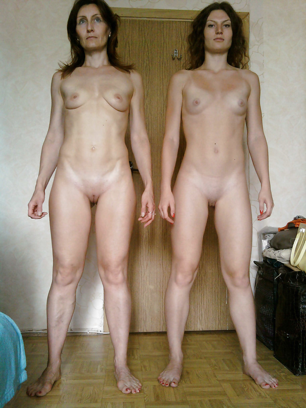 mother-makes-daughter-strip-but-naked-beuty