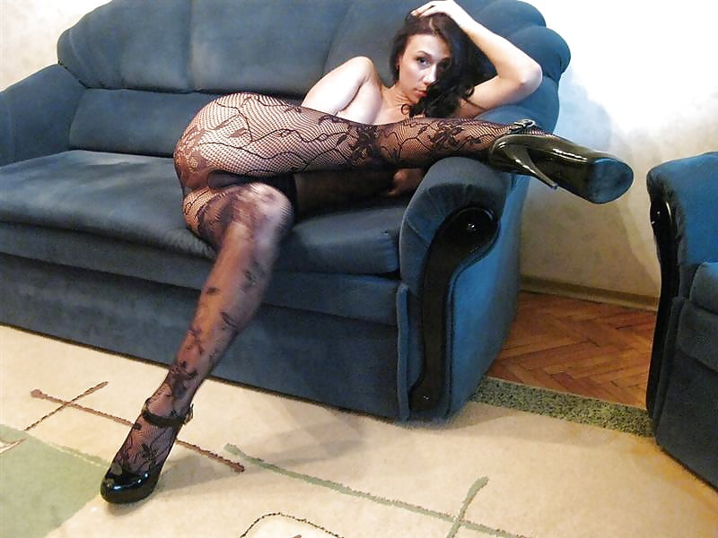 Foot and legjob in black pantyhose