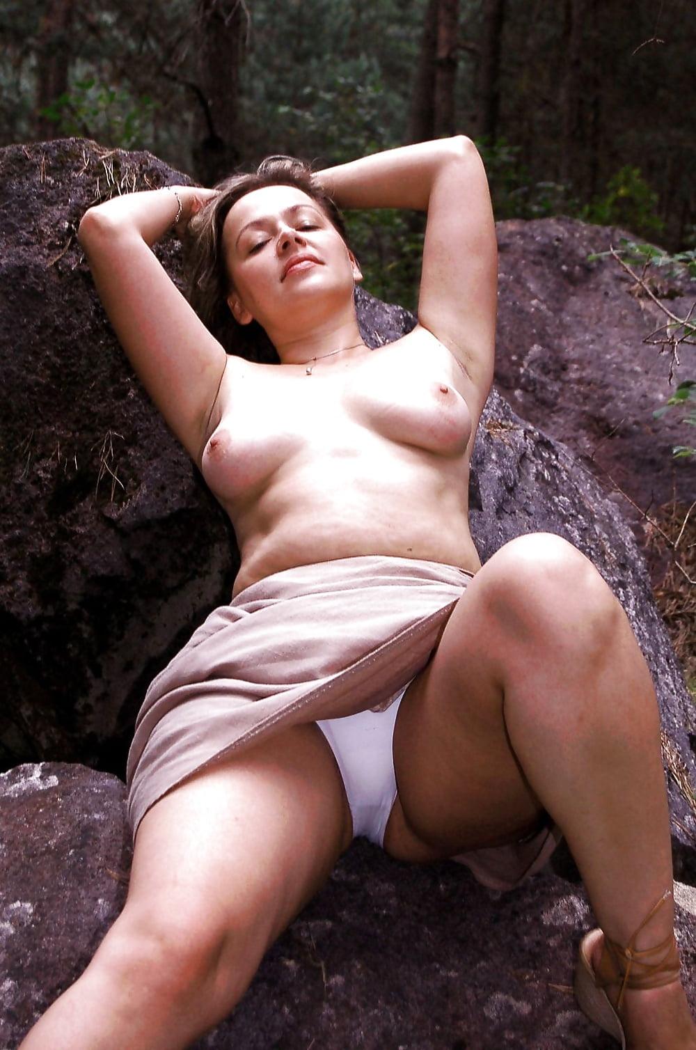 Члена девушкой откровенные порно фото в лесу зрелых баб фото юбках