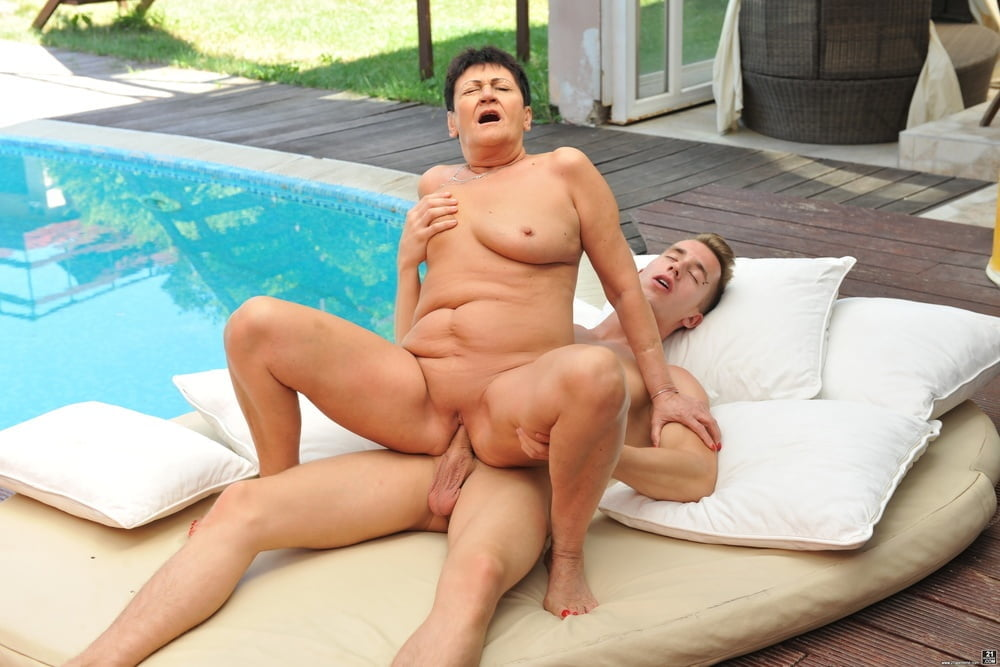 Older women with younger men 194 - 15 Pics