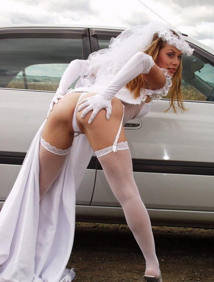 Bride nude in car — photo 10