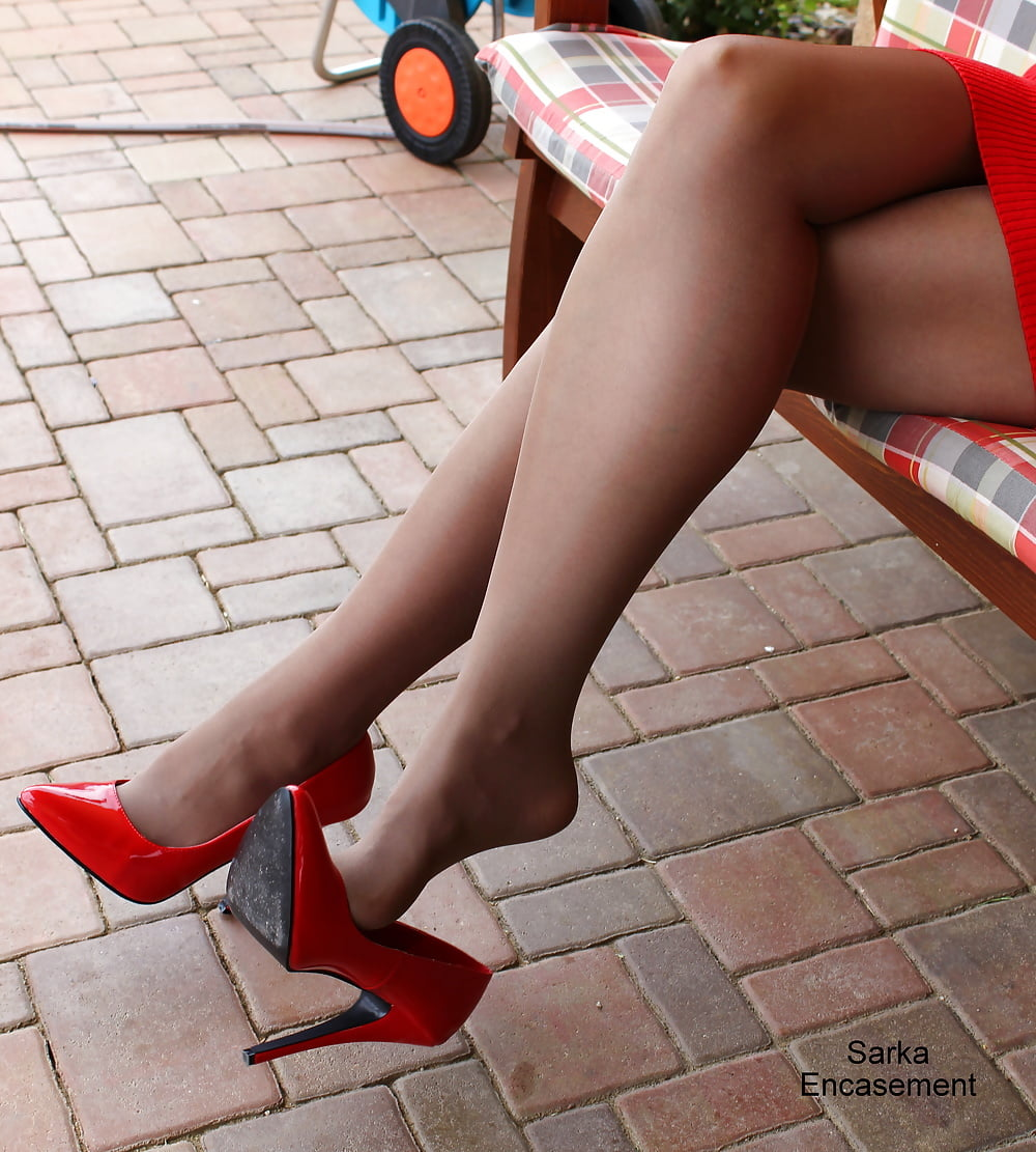 pantyhose-and-high-heel-lovers-nude-hot-worrier-women