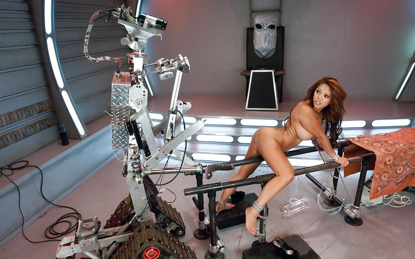 Как робот машина трахает девушку