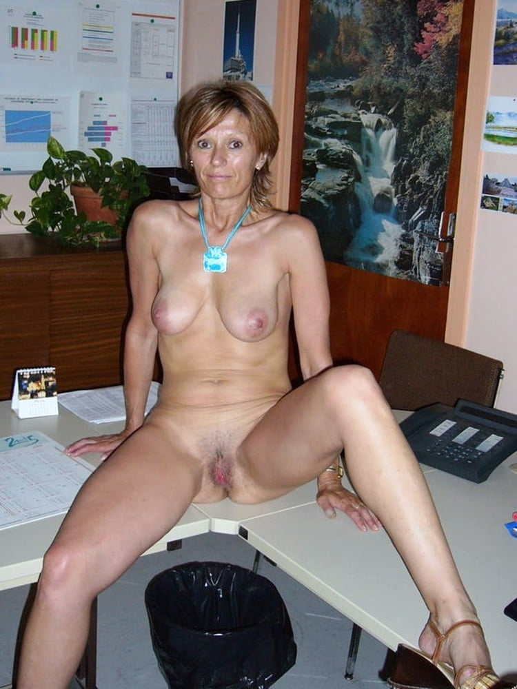 nude-middle-aged-girls-self-pic-freckles-tits