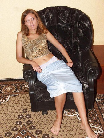 RUSSIAN GIRL POSE AT HOME I
