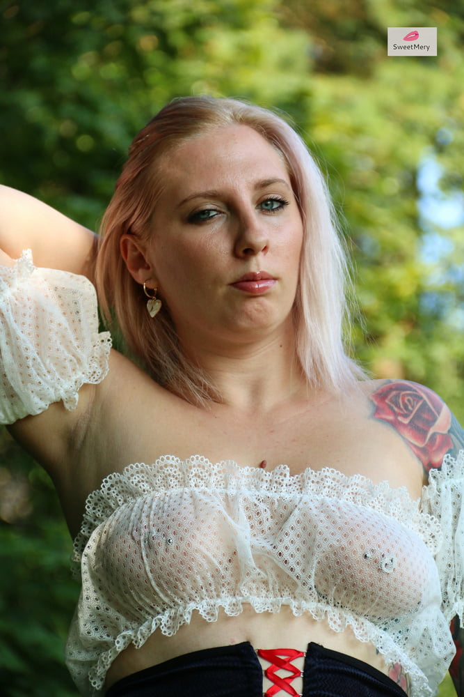 Hot outdoor photo session in a sexy dirndl - 5 Pics