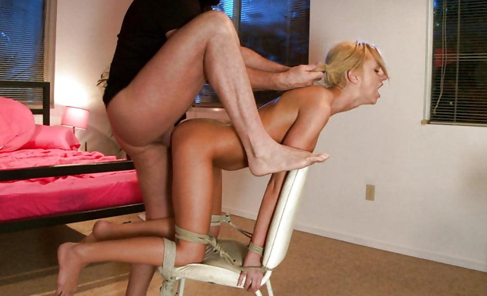 Порно привязали к стулу слугу делает куни — pic 7