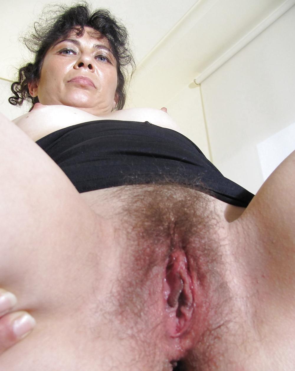 u-tsigan-est-volosatie-pizdi-porno-foto