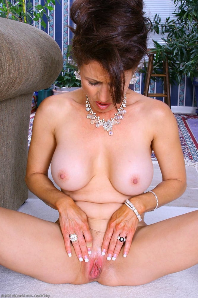 Gorgeous brunette milf going solo