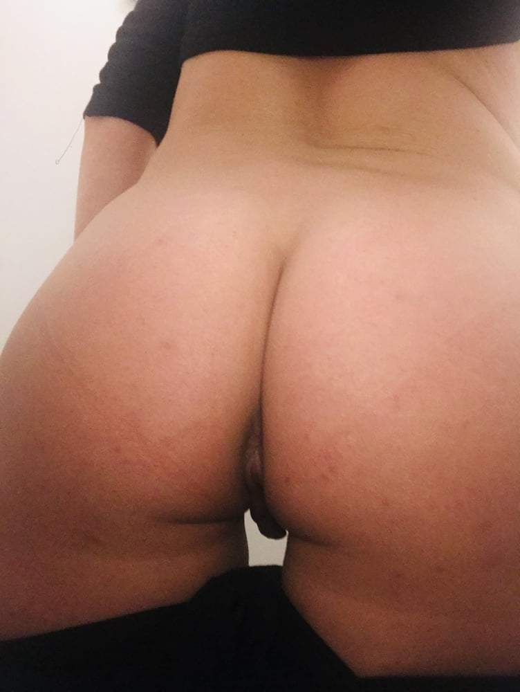 Boobs, bum and pussy - 6 Pics