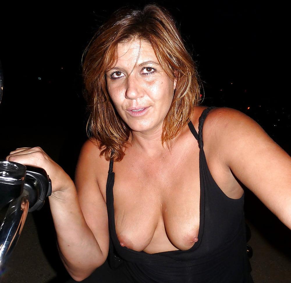 Mature cleavage pics 11