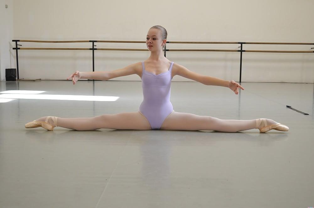 голая балерина на шпагате воительниц наемниц
