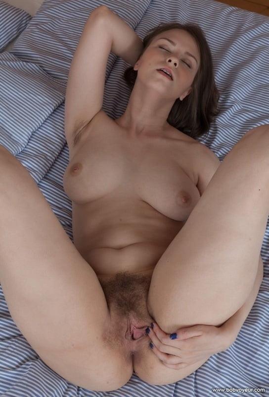 Hairy Amateur Beata Eroprofile 1