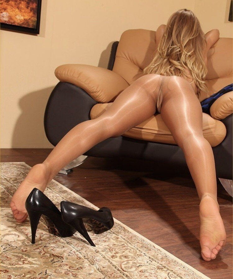 Mysterys Footjob In Tan Pantyhose
