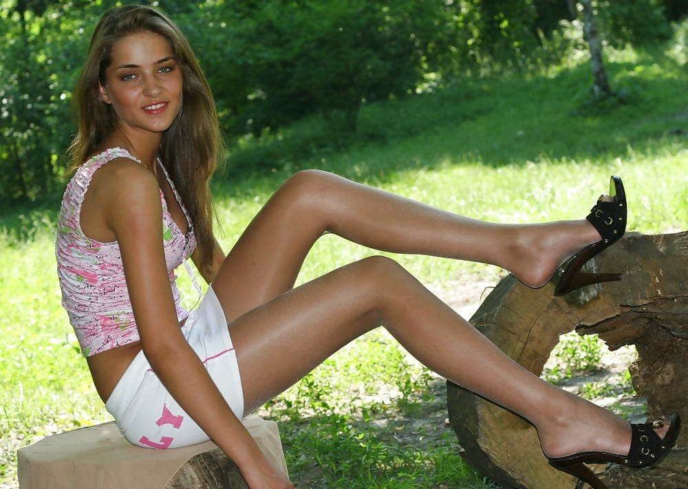 young-girl-in-pantyhose-sexy-maryle-ouille-nude