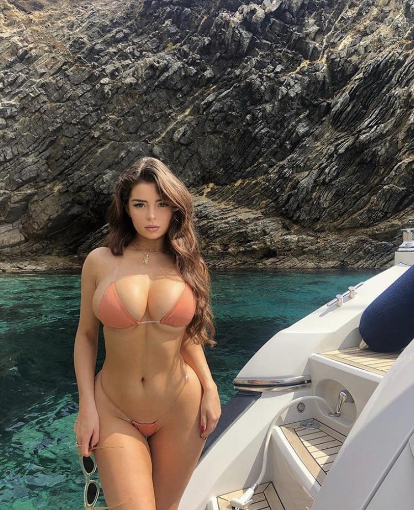 Sexy Celebs (8)