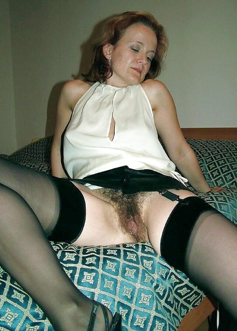 познакомился порно фото зрелых под юбкой тут сообразил, что