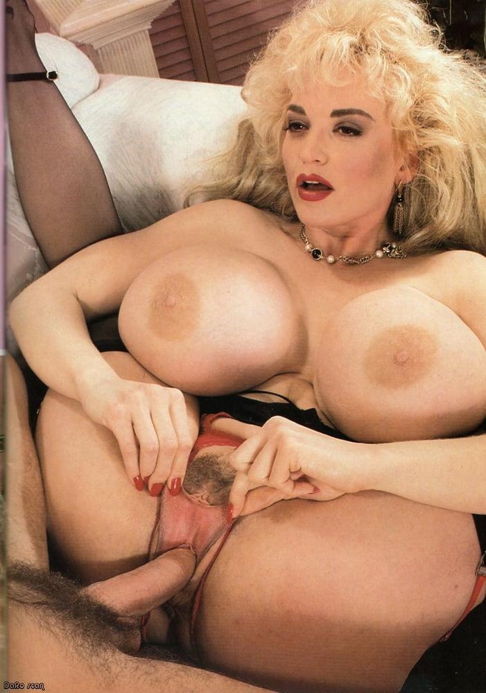 Порно актриса мур игры