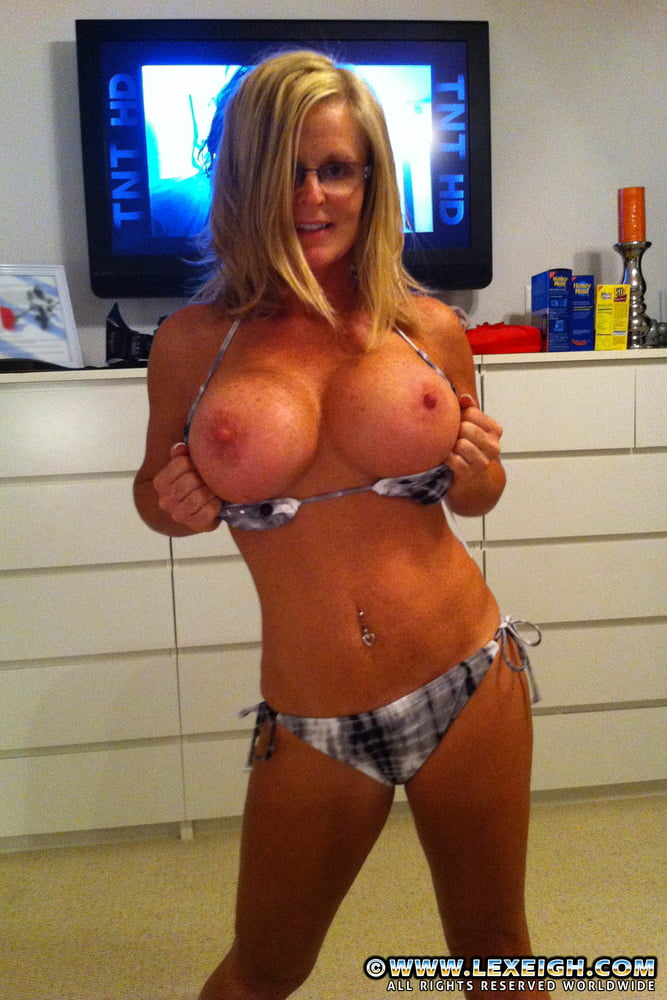 amateur-blonde-fake-tits-big-bobies-nude