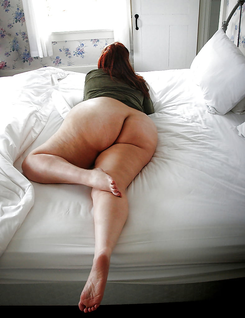 Twins bbw naked on bed