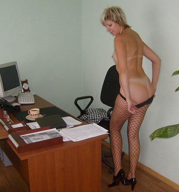 Вид мужской секретарша раздевается перед директором видео красивые кончающие