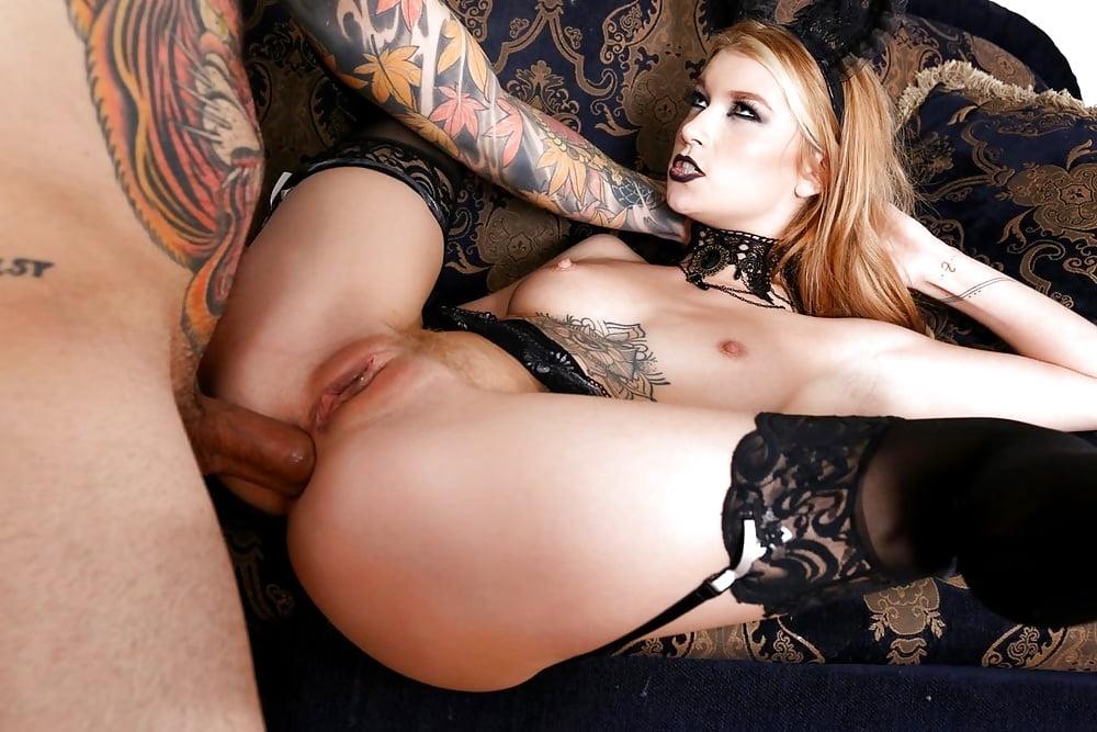 блондинка гот порно более тут